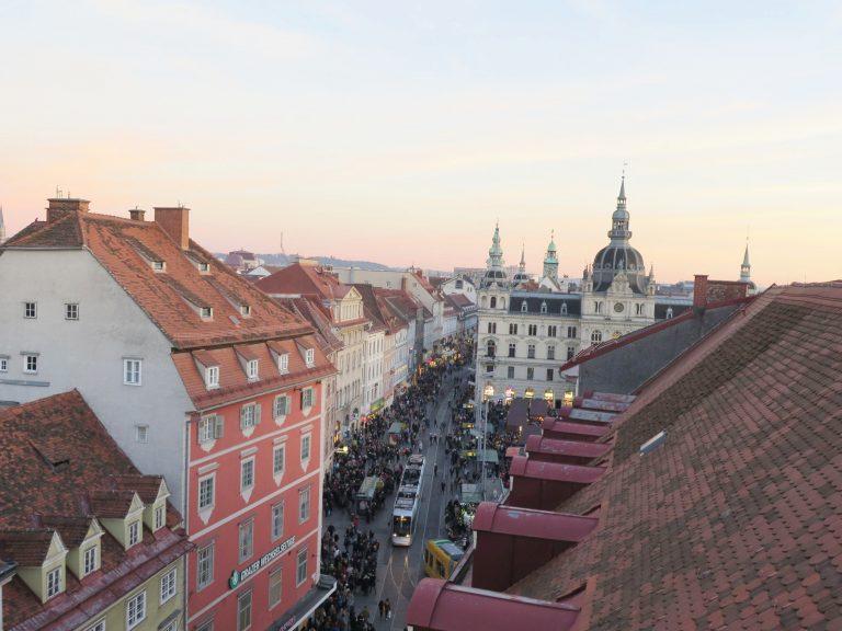 Predvianočný Graz ťa očarí. Trhmi i kúzelnými miestami