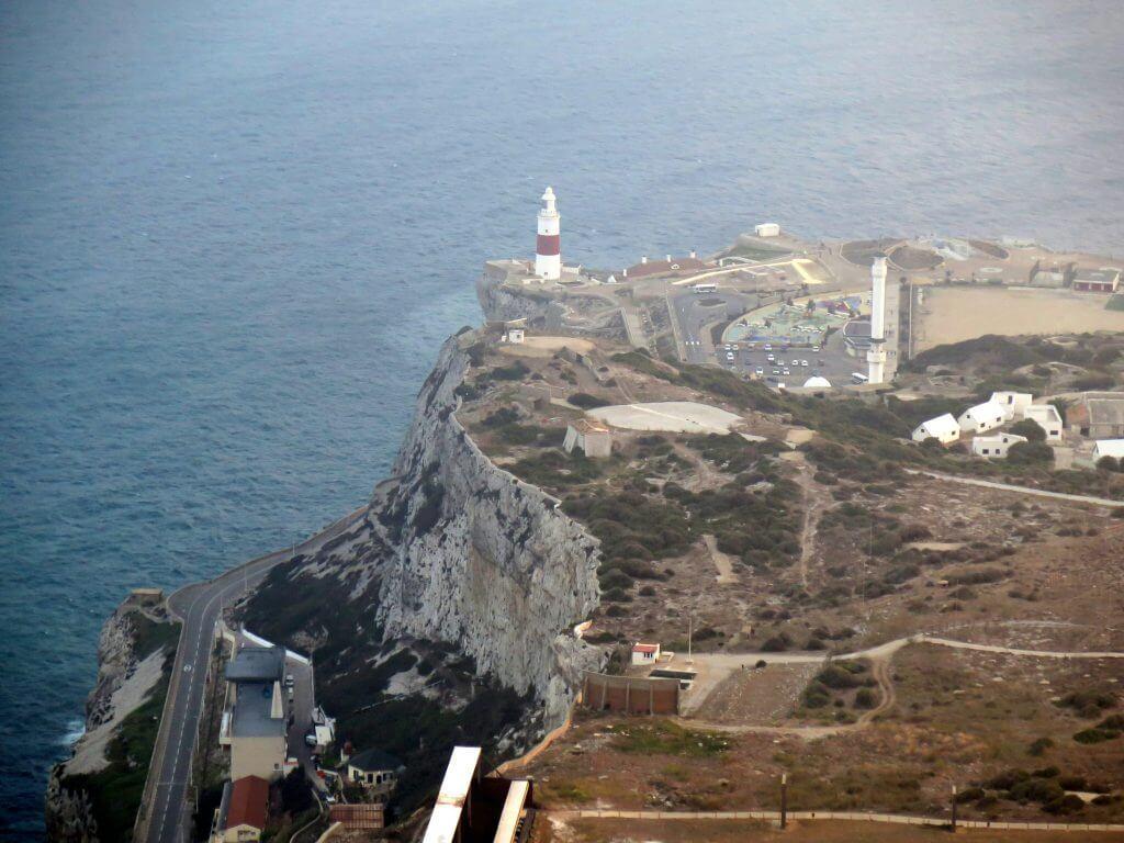 Ostrov Gibraltár a výhľad na maják Europa Pointu výšky Skaly
