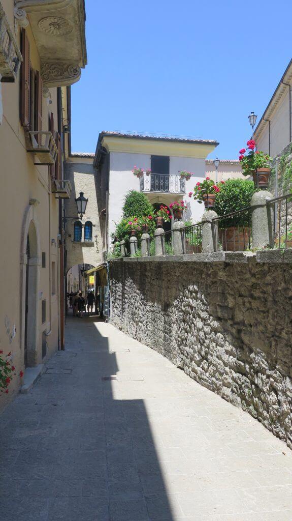 úzka ulica v San Maríne