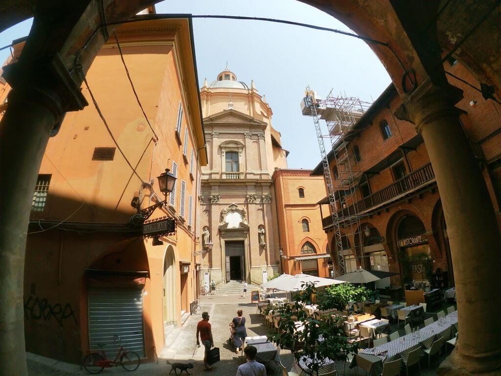 Námestie v Bologni