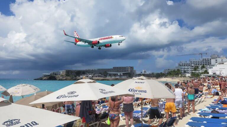 Pláž Maho: 6 tipov ako si užiť relax v tieni lietadiel