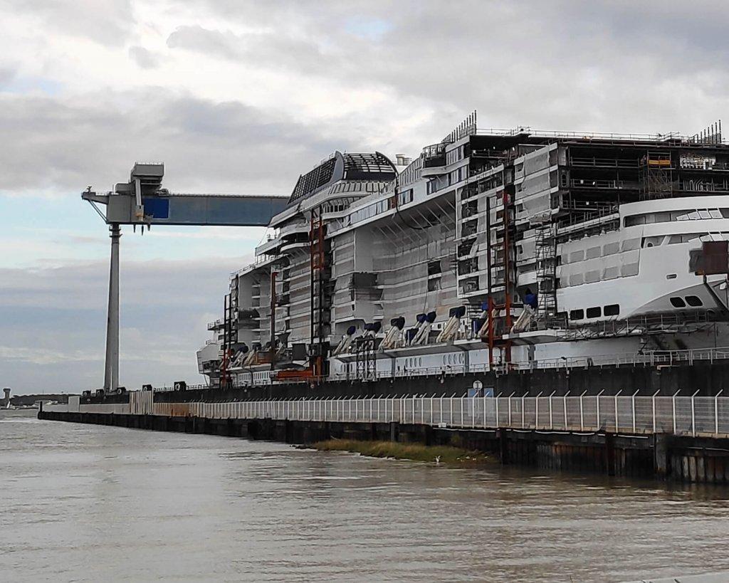 Rozostavaná výletná loď v lodeniciach Saint-Nazaire