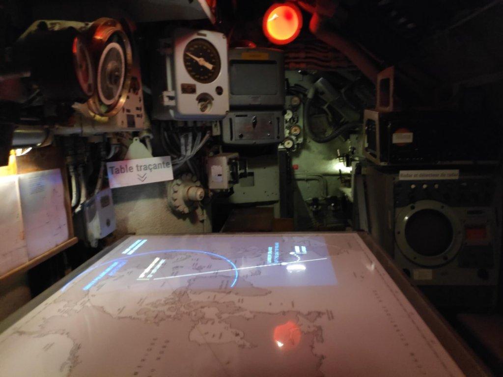 Ponorka L'Espadon, z vnútra - navigačná miestnosť