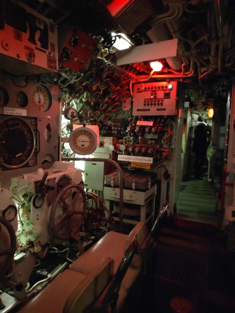 Ponorka L'Espadon, z vnútra - kontrolní miestnosť