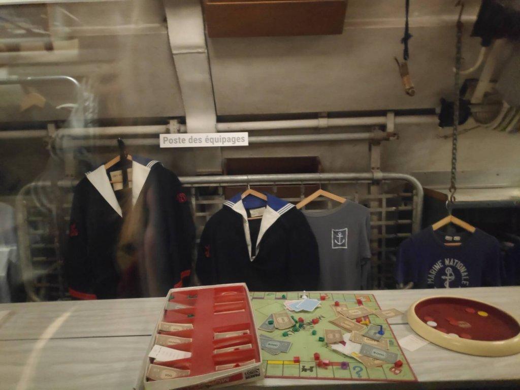 Ponorka L'Espadon, z vnútra - bar pre posádku