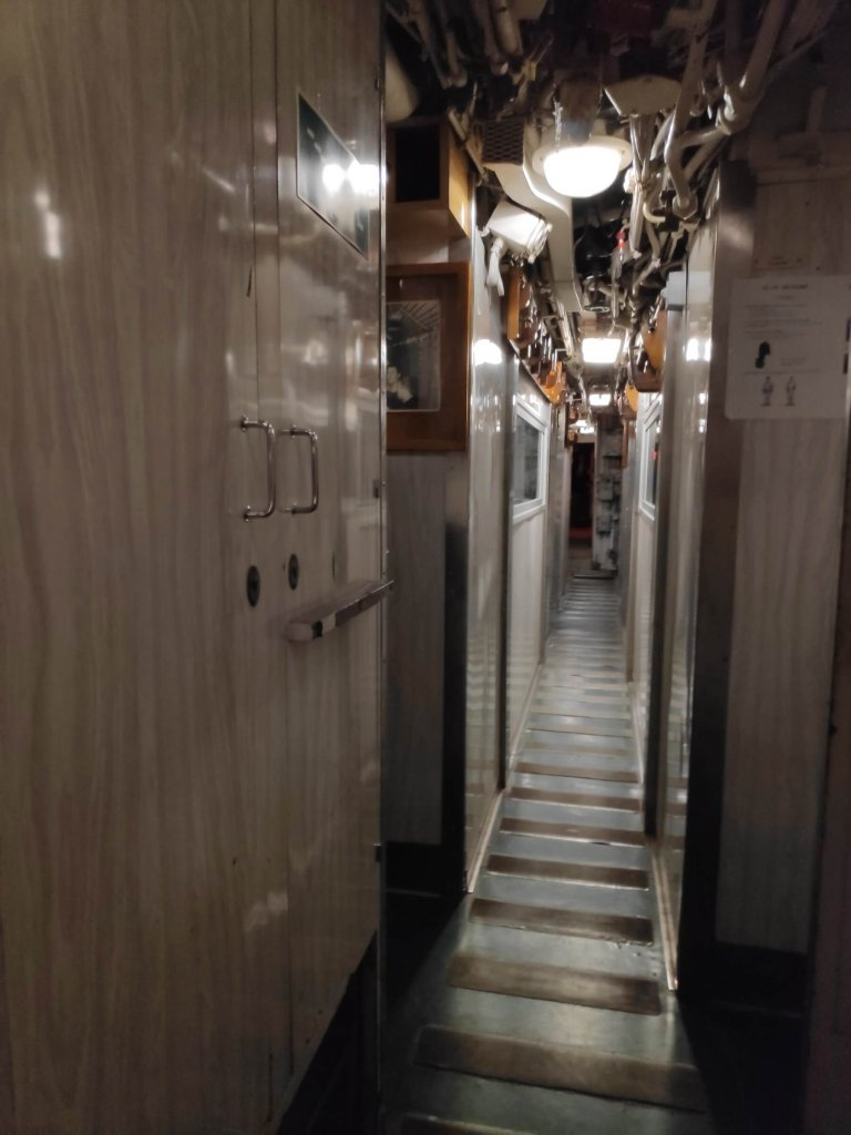 Ponorka L'Espadon, z vnútra - koridor