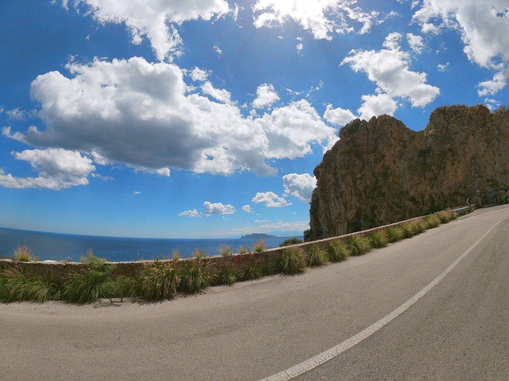 Cesta smer na horu Pellerino na Sicílii