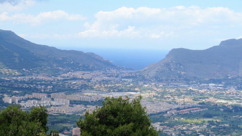 Výhľad na mesto Palermo z Monte Pellegrino na Sicílii